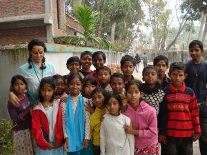 con niños de Barisal