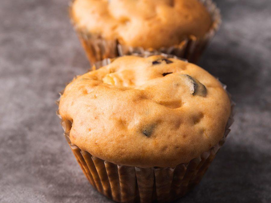 Muffin con crema de cacahuetes y corazón de chocolate