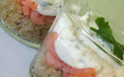 Verrine de quinoa, salmón ahumado y mousse de almendras