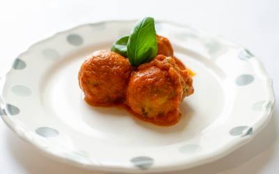 Albóndigas veganas con tomate